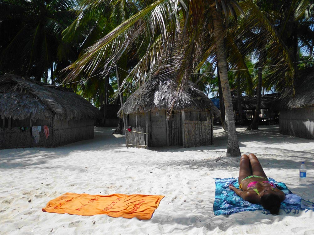 Pareo, sunblock and get tan at San Blas