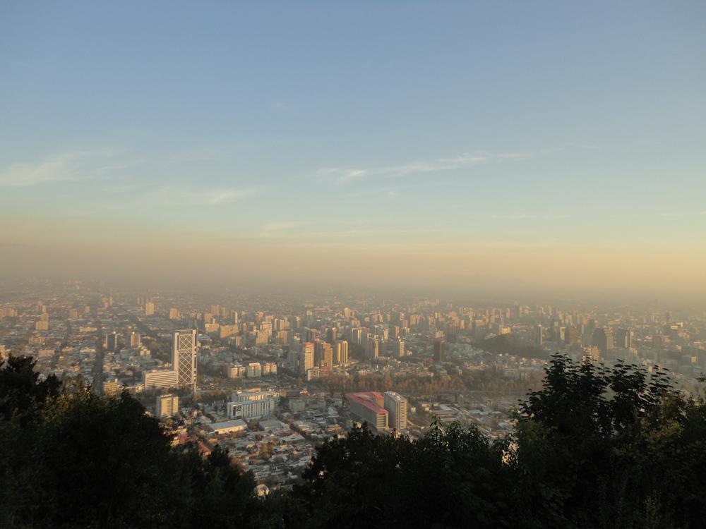 Un poco de smog no le cae mal a nadie. Santiago como toda grande ciudad no se queda atrás, pero que bonita que es!