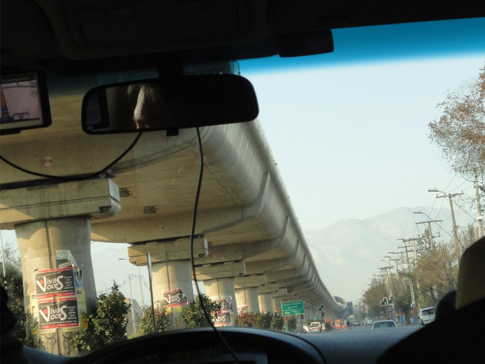 Todos hemos oído de los temblores y terremotos en Chile. Bueno, yo viví uno, pero Chile está tan bien construido, que casi que ni lo sentí. Estaba en un hotel anti sísmico y ecolfriendly. Admirada de la arquitectura con función en Chile.