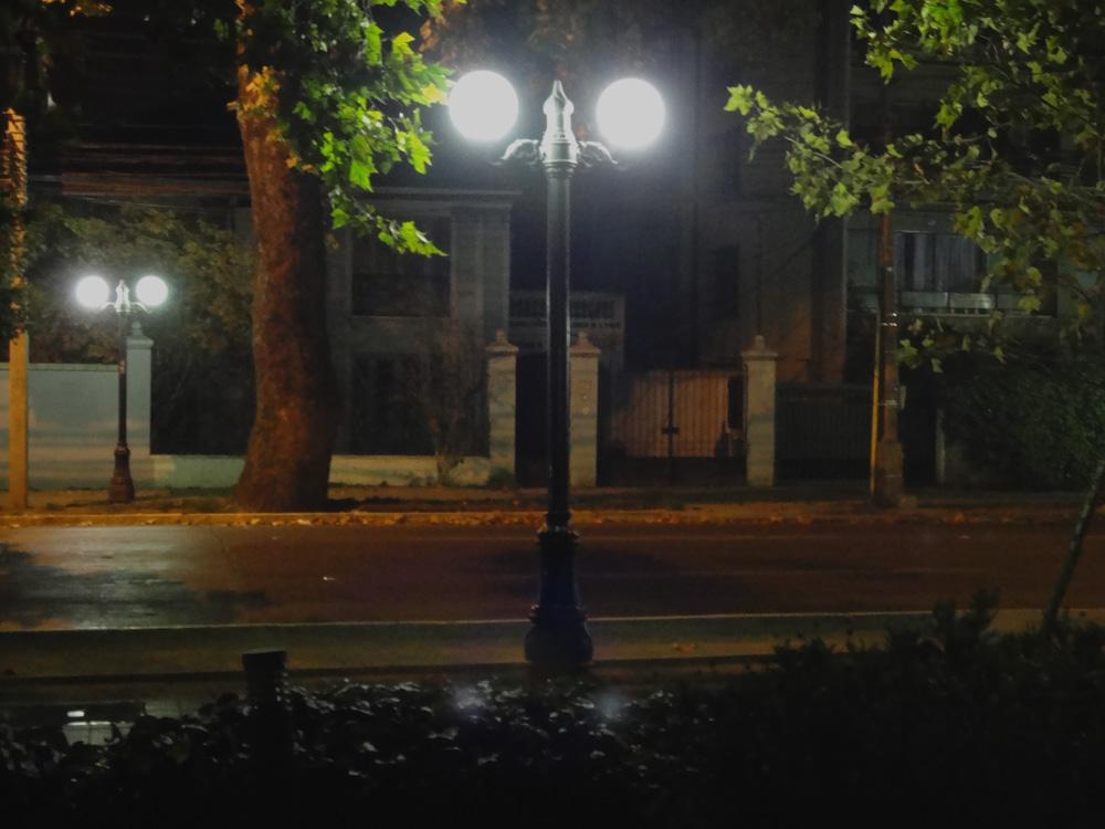 Por este barrio encontré buenas cervezas. Providencia, te deja un airecito de estar y no estar en Santiago. Muy como de cuento.
